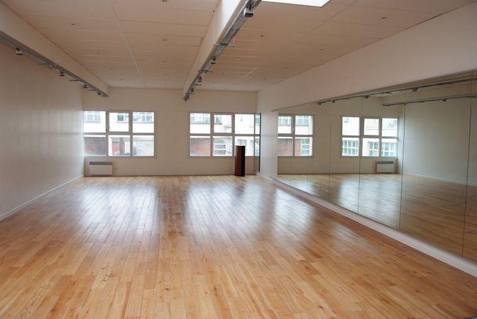 location salle de danse et studio photo tournage et ou tout nos locaux montreuil 93100. Black Bedroom Furniture Sets. Home Design Ideas